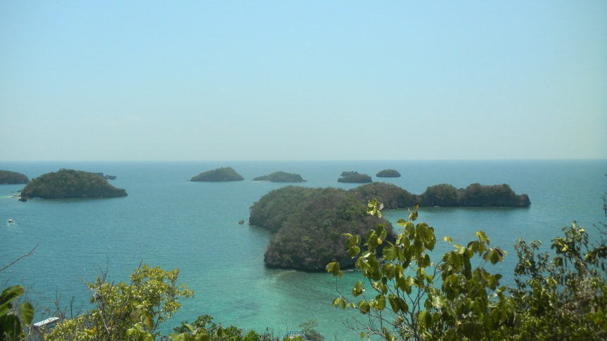 Visit Hundred Islands National Park in the Philippines