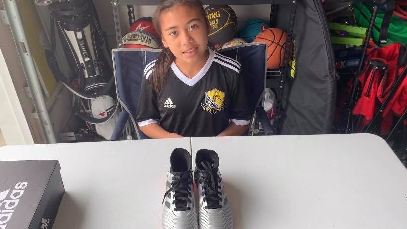 Drei unboxing a pair of Adidas Predator 19.3 Firm Ground Soccer Cleats