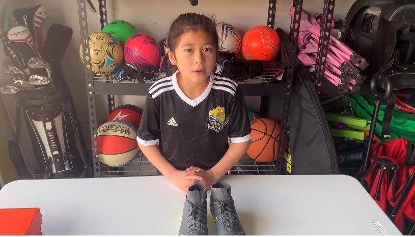 Nina unboxing Nike Mercurial Superfly 6 Academy MG soccer cleats